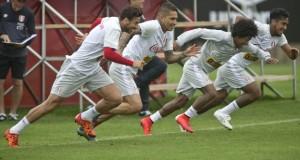 Nuestra selección de fútbol sin ningún lesionado realizó hoy su último entrenamiento para enfrentar mañana a su similar chilena.