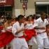 Jóvenes de un grupo de danza afroperuana participando en el desfile de Peruvian Parade, que se realiza anualmente en las ciudades de Passaic, Clifton y Paterson, en New Jersey.