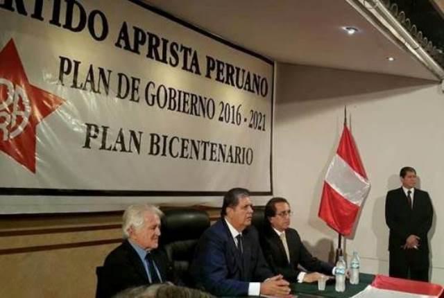El expresidente Alan García durante la presentación de sus propuestas, hizo un llamado a los demás candidatos presidenciales para llevar a cabo una campaña electoral limpia y sin ataques. (Foto: Carlos León Alzamora).