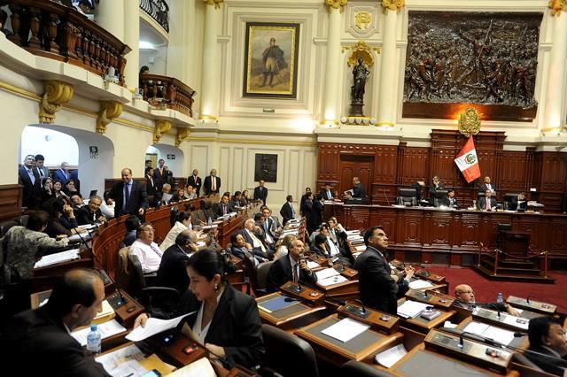 El Pleno del Parlamento votó a favor la sanción recomendada por la Junta de Portavoces.