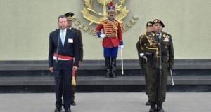 El ministro de Defensa, Jakke Valakivi, presidió la ceremonia de reconocimiento del General Luis Humberto Ramos Hume, como nuevo Comandante General del Ejército.