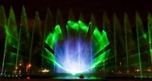 El alcalde de Lima, Luis Castañeda Lossio, inauguró en el Circuito Mágico del Agua la pantalla de agua más grande del mundo, de 95 metros.