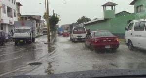 Lluvia anegó las calles de Tumbes.