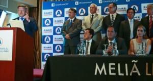Por su lado, el candidato presidencial César Acuña rechazó las acusaciones en una conferencia de prensa, donde solo se limitó a leer un documento y no respondió a las preguntas de los periodistas.
