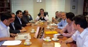 Esta es la foto publicada por el líder aprista Alan García en su cuenta de Twitter, dando a conocer la reunión navideña con los dirigentes de su partido y que ha dado lugar a un proceso del Jurado Electoral Especial Lima Centro 1.