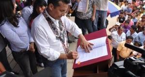 El presidente Ollanta Humala promulgó el aumento de la Remuneración Mínima Vital en Puno, durante un encuentro con beneficiarios del programa Trabaja Perú.