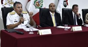 Ministros Jakke Valakivi (Defensa) y José Luis Pérez Guadalupe (Interior) y el jefe del Comando Conjunto de las Fuerzas Armadas, Almirante Jorge Moscoso, dieron detalles del operativo.