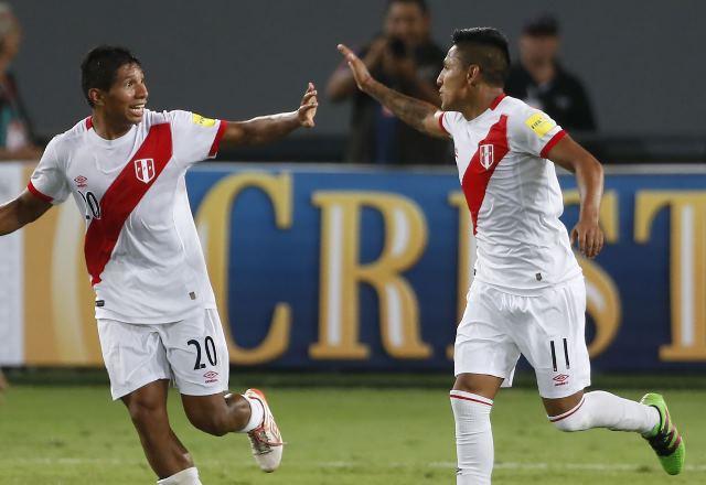 Edison Flores y Raúl Ruidíaz volverán a defender nuestra bicolor en la Copa América Centenario, que se jugará en Estados Unidos.