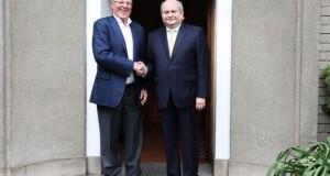 El presidente electo Pedro Pablo Kuczynski recibió en su domicilio de San Isidro, la visita del jefe del Gabinete Ministerial, Pedro Cateriano Bellido, para coordinar el inicio de la transferencia de gobierno.