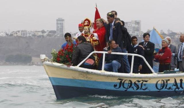 En Chorrillos se hizo a la mar la tradicional procesión de San Pedro al conmemorarse su día y el Día del Pescador.