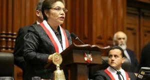 La flamante presidenta del Congreso, Luz Salgado, arrancó aplausos del Pleno cuando mencionó que las rupturas constitucionales nunca más se repetirán, porque en el Parlamento todos están comprometidos con la democracia.