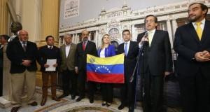 Congresistas representantes de cinco bancadas presentaron la moción que muestra preocupación por la difícil situación económica en Venezuela, que afecta a los peruanos residentes en ese país.