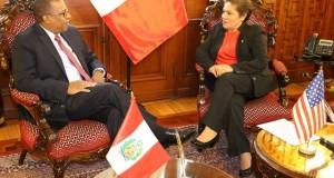 El embajador de Estados Unidos en el Perú, Brian A. Nichols, expresó hoy su saludo protocolar a la presidenta del Congreso de la República, Luz Salgado Rubianes, y trató también sobre el fortalecimiento de la Unidad de Inteligencia Financiera (UIF).