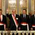 Tras la juramentación, el presidente Pedro Pablo Kuczynski posa en la balaustrada del Salón Dorado con el primer ministro Fernando Zavala y los nuevos ministros Jorge Nieto (Defensa) y Salvador del Solar (Cultura).