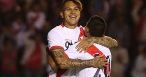 En esta oportunidad apreciamos a un Paolo Guerrero alegre y positivo, felicitando a los jugadores por sus goles y jugadas. Hay mentalidad ganadora en el equipo peruano.