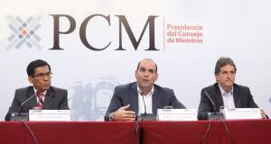 El premier Fernando Zavala Lombardi informó que estos proyectos se ejecutarán antes de diciembre, como prevención de los daños que pudieran ocasionar las lluvias. Lo acompañan el ministro de Agricultura, José Hernández; y el director ejecutivo de la Autoridad de la Reconstrucción, Pablo de la Flor.