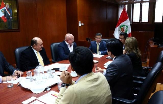 En horas de la tarde, el titular del Parlamento recibió propuestas de la bancada de Peruanos Por el Kambio.