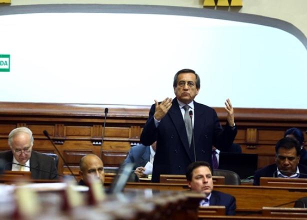 El congresista aprista Jorge del Castillo fue el encargado de sustentar el pronunciamiento multipartidario.
