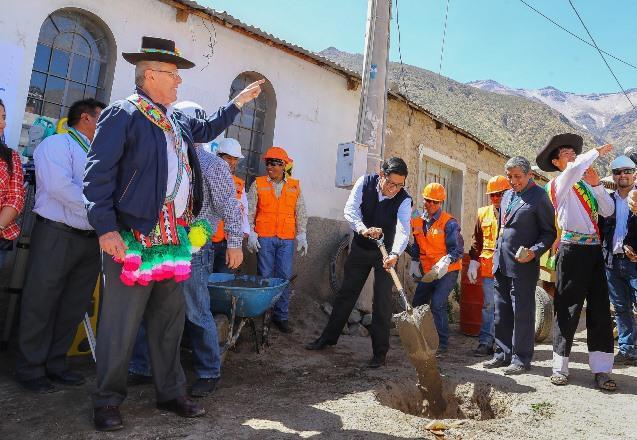 El presidente Kuczynski inicia los trabajaos de la carretera Muylaque – San Cristóbal – Quinistaquillas.