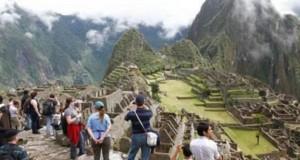 La Asociación Peruana de Operadores de Turismo Receptivo e Interno (APOTUR), aseguró que con esta ley el nuevo entorno competitivo no sólo mejorará los precios al turista, sino que también incrementará la formalización de los operadores turísticos.