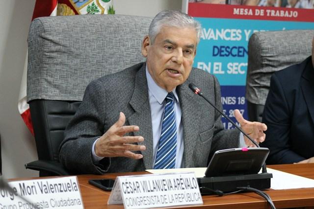 El congresista César Villanueva Arévalo subrayó en la cita con los especialistas, que para cambiar el país debemos mejorar la educación en todos sus niveles.