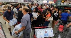 Ante la llegada del huracán Irma, el agua y los artículos esenciales del hogar se han acabado en los supermercados de La Florida.