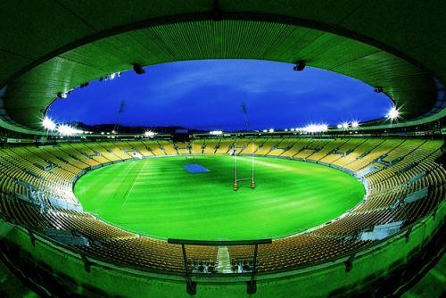 La escuadra del Wellington Phoenix juega de local en ese escenario deportivo, que es emblemático  porque acoge a los All Blacks, la selección de rugby de Nueva Zelanda que ha ganado más veces la Copa Mundial de Rugby.