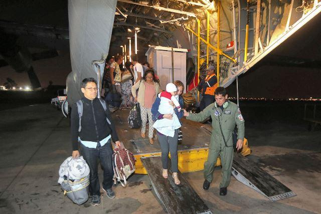 El traslado de los peruanos y ciudadanos de países vecinos, desde Puerto Rico a Lima, fue un vuelo humanitario dispuesto por el ministro de Defensa, Jorge Nieto.